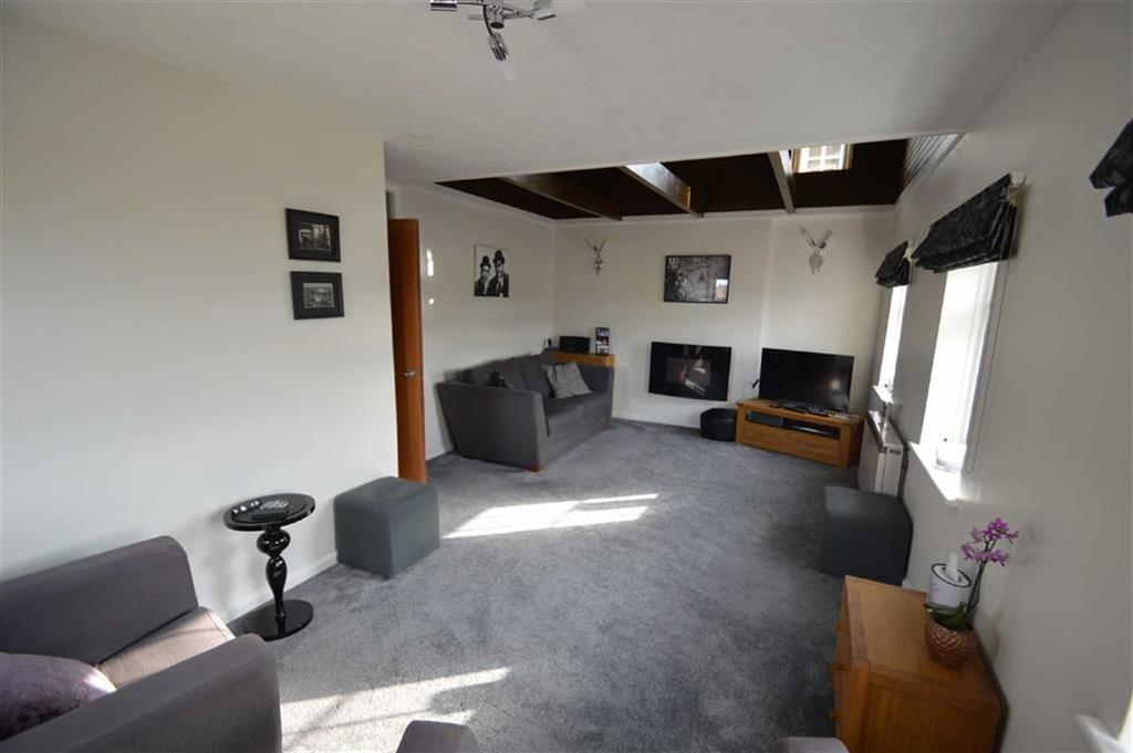 2 Bedrooms Penthouse Flat for sale in Lucam Lodge, Rochford, Essex