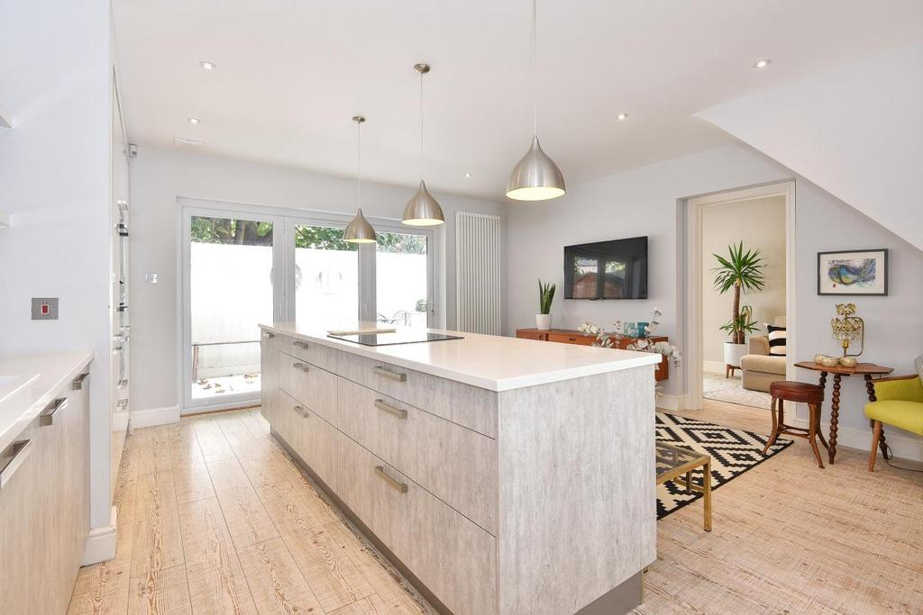 3 Bedrooms Terraced House for sale in Crofton Road, Camberwell