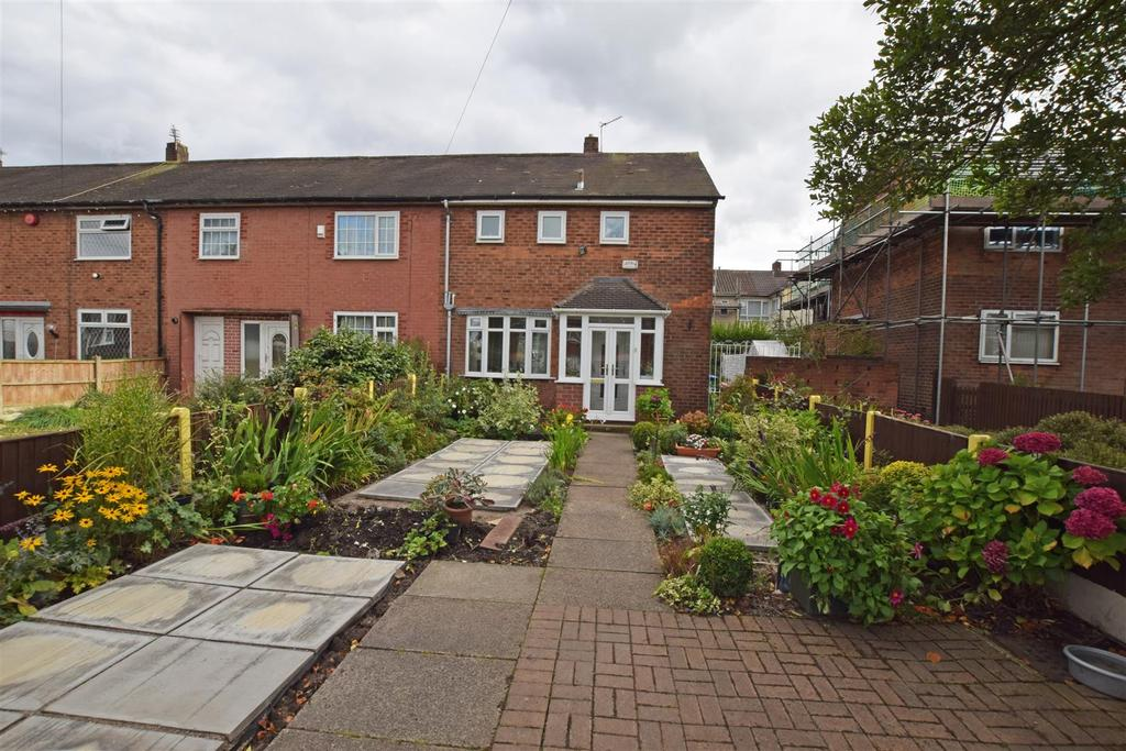 2 Bedrooms Town House for sale in Windermere Road, Middleton, Manchester