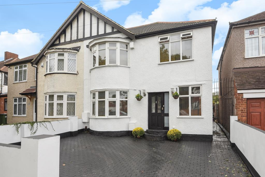 5 Bedrooms Semi Detached House for sale in Broad Walk London SE3