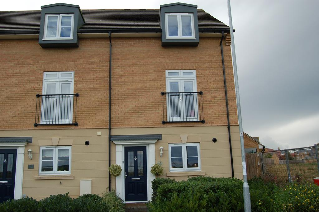4 Bedrooms Town House for sale in Hawthorn Way, Great Dunmow CM6