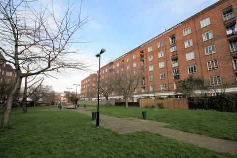 3 bedroom flat for sale - Iron Mill Road, London