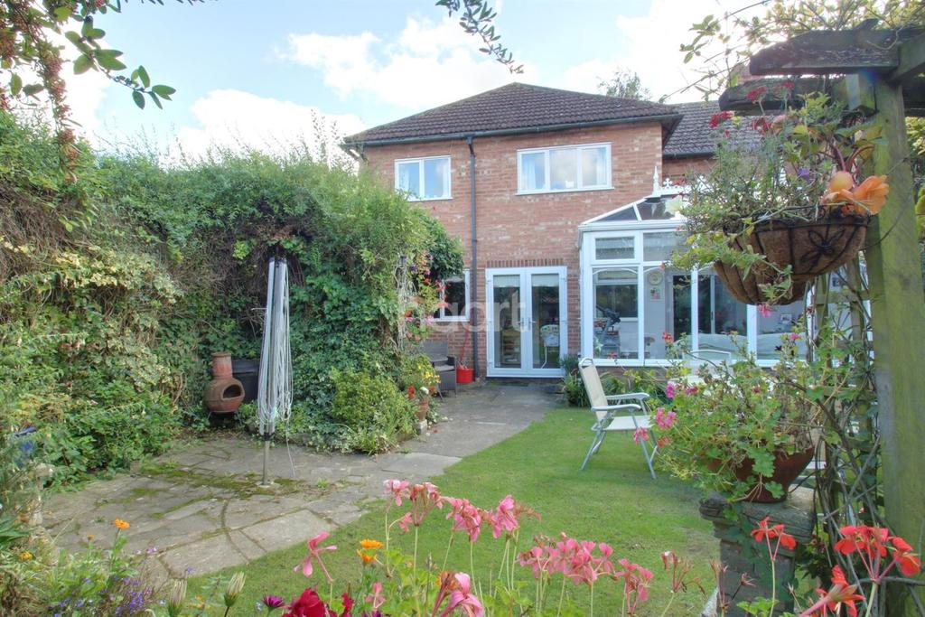 4 Bedrooms Semi Detached House for sale in Parr Drive, Colchester.