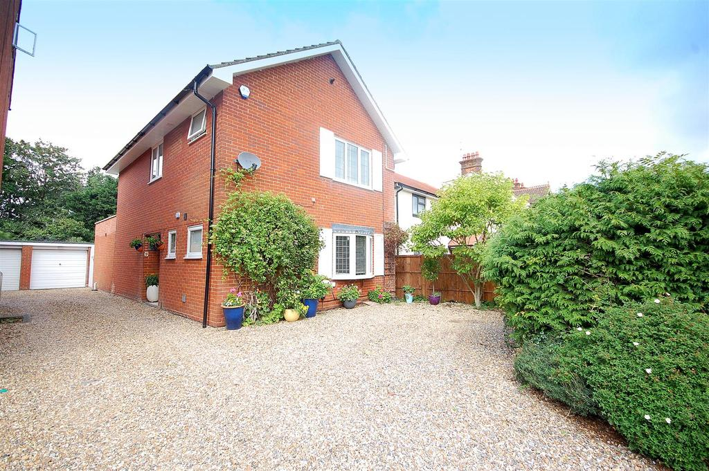 2 Bedrooms Detached House for sale in Roe Green Lane, Hatfield
