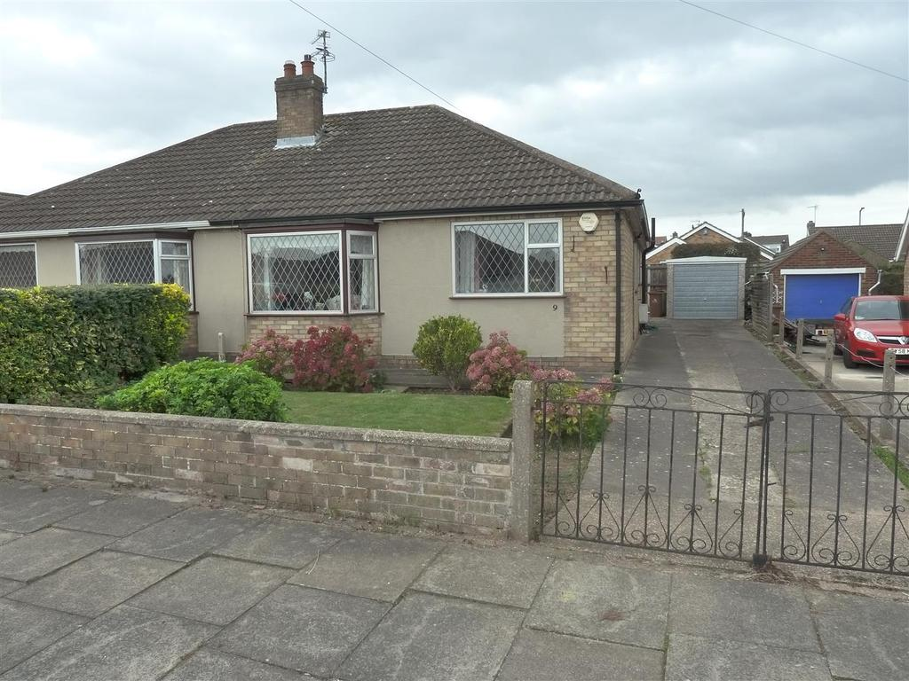 3 Bedrooms Semi Detached Bungalow for sale in Green Hill, Cleethorpes