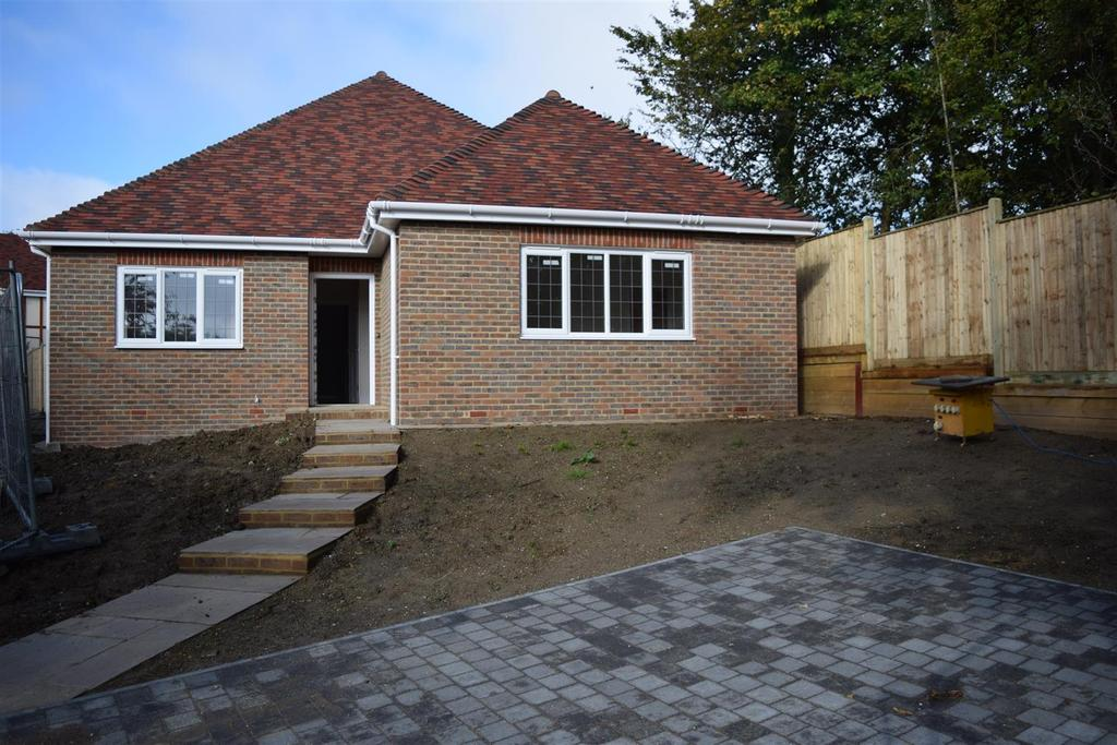3 Bedrooms Bungalow for sale in Campkin Gardens, St Leonards On Sea