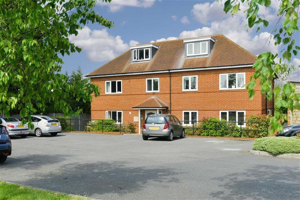2 Bedrooms Flat for sale in Servalan Court, West Ewell, Surrey