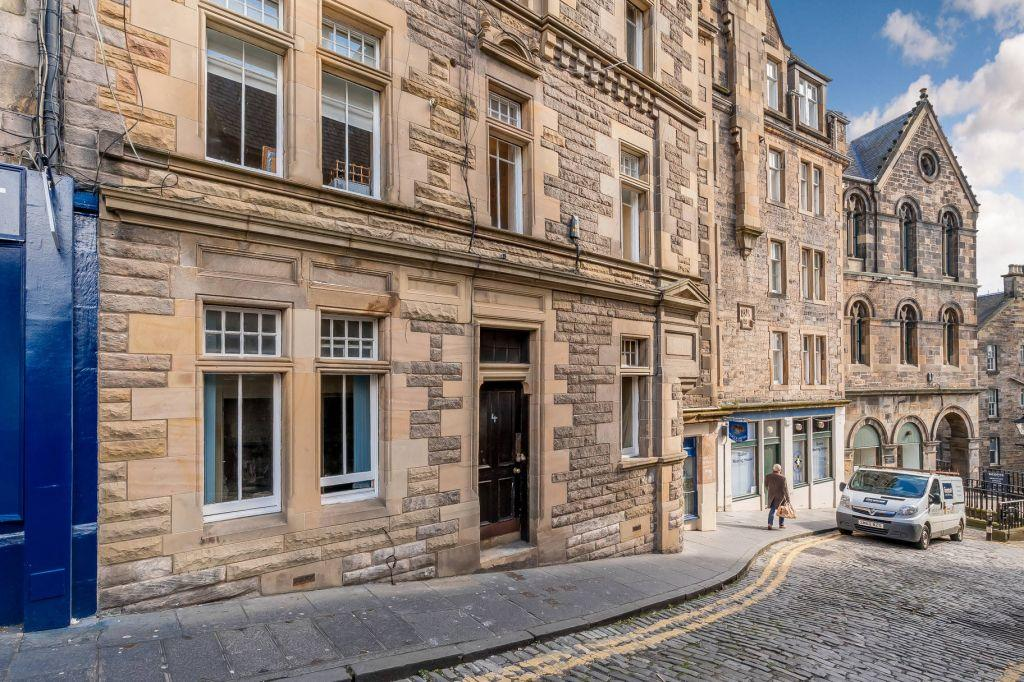 1 Bedroom Flat for sale in 4 (1F1) Upper Bow, Edinburgh, EH1 2JN
