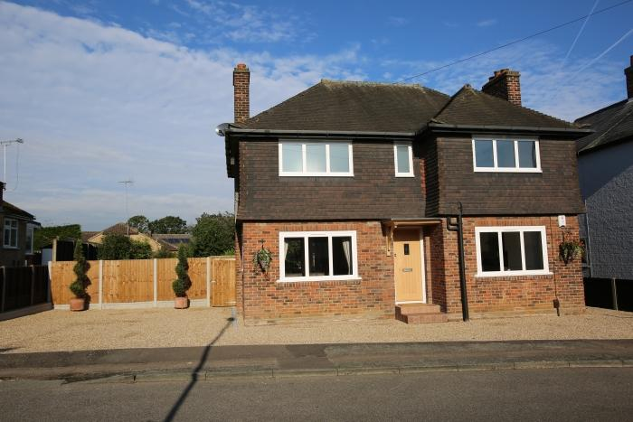 3 Bedrooms Detached House for sale in CLOVERLY ROAD, MARDEN ASH, ONGAR CM5