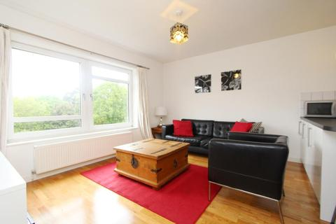 3 bedroom flat to rent - Parklands, Mount Park Road, Ealing Broadway, London, W5