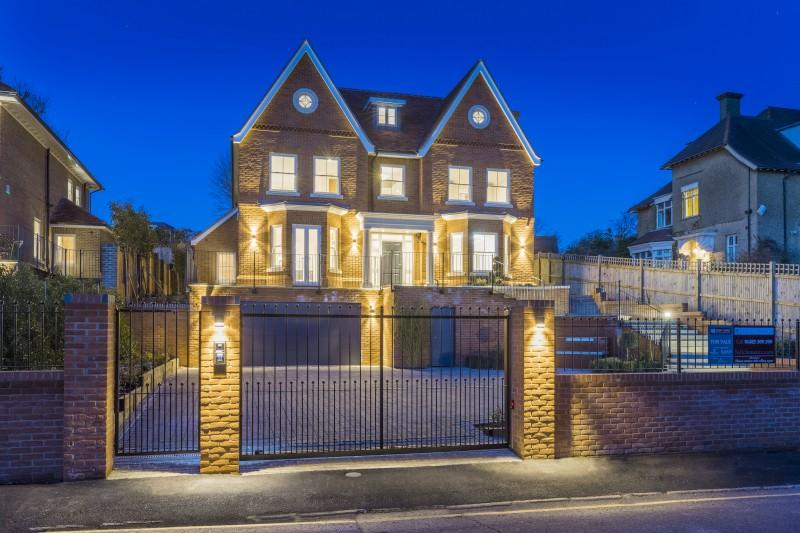 6 Bedrooms Detached House for sale in 23 Fort Road, Guildford