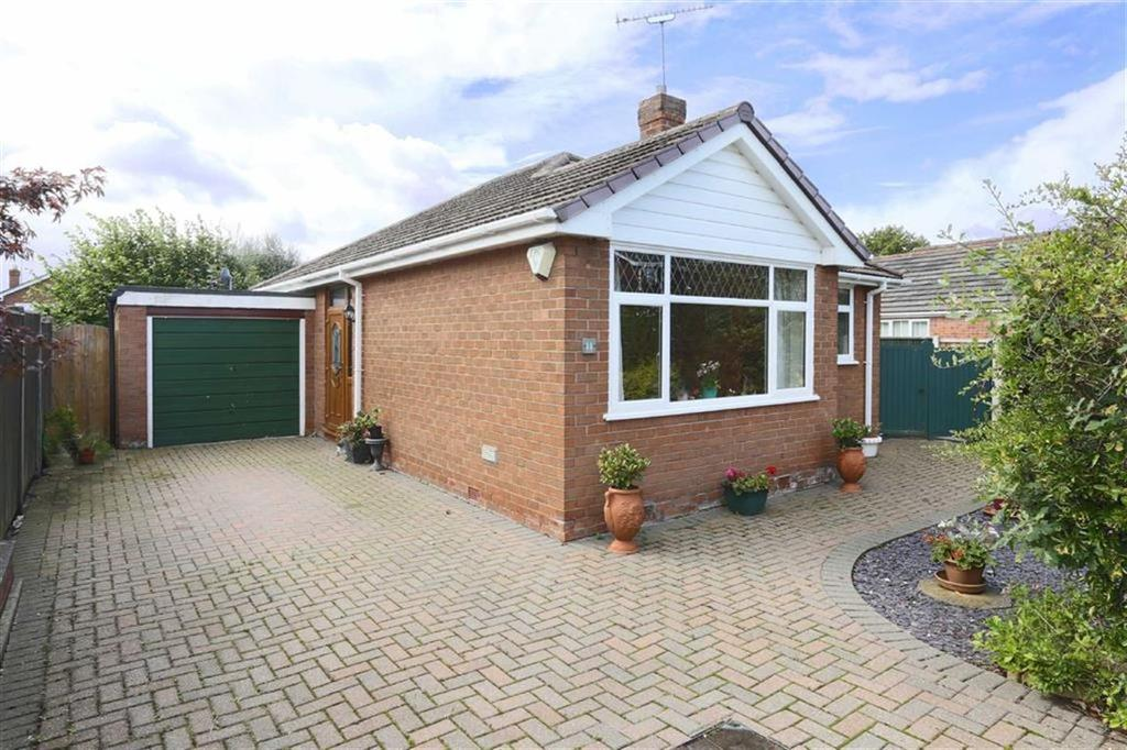2 Bedrooms Detached Bungalow for sale in Lochleven Road, Crewe, Cheshire