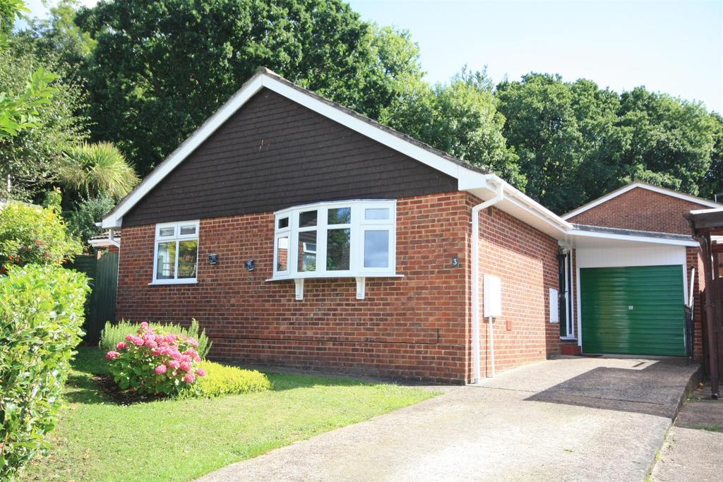 2 Bedrooms Detached Bungalow for sale in Cowdray Close, Bishopstoke, Eastleigh