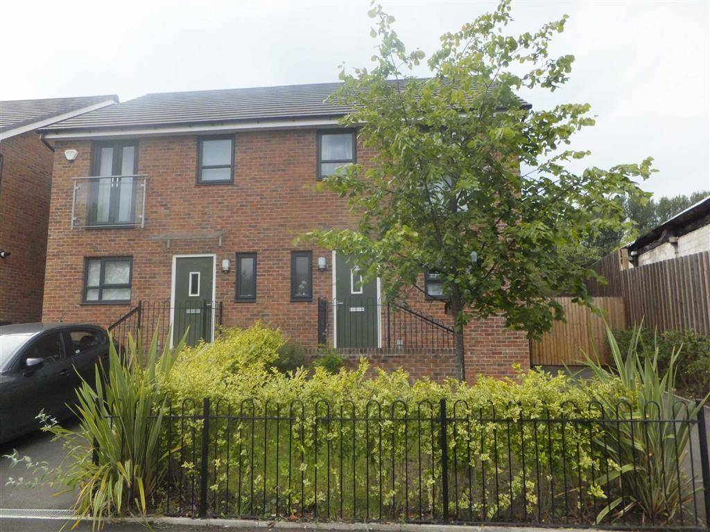 3 Bedrooms Semi Detached House for sale in Meadow Road, New Broughton