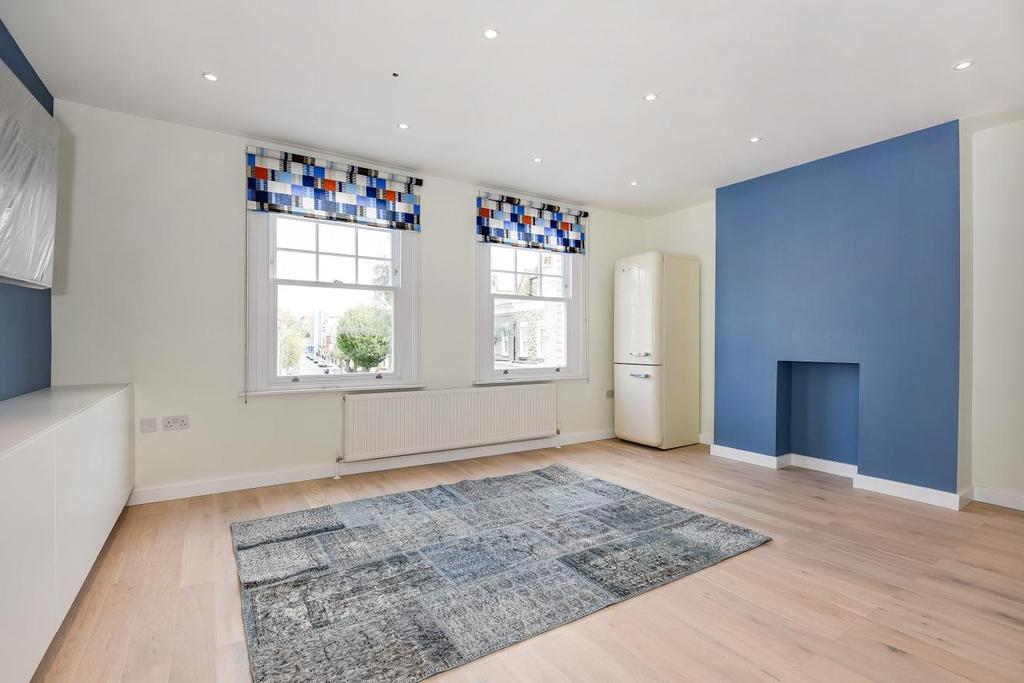 3 Bedrooms Flat for sale in Chesson Road, Fulham