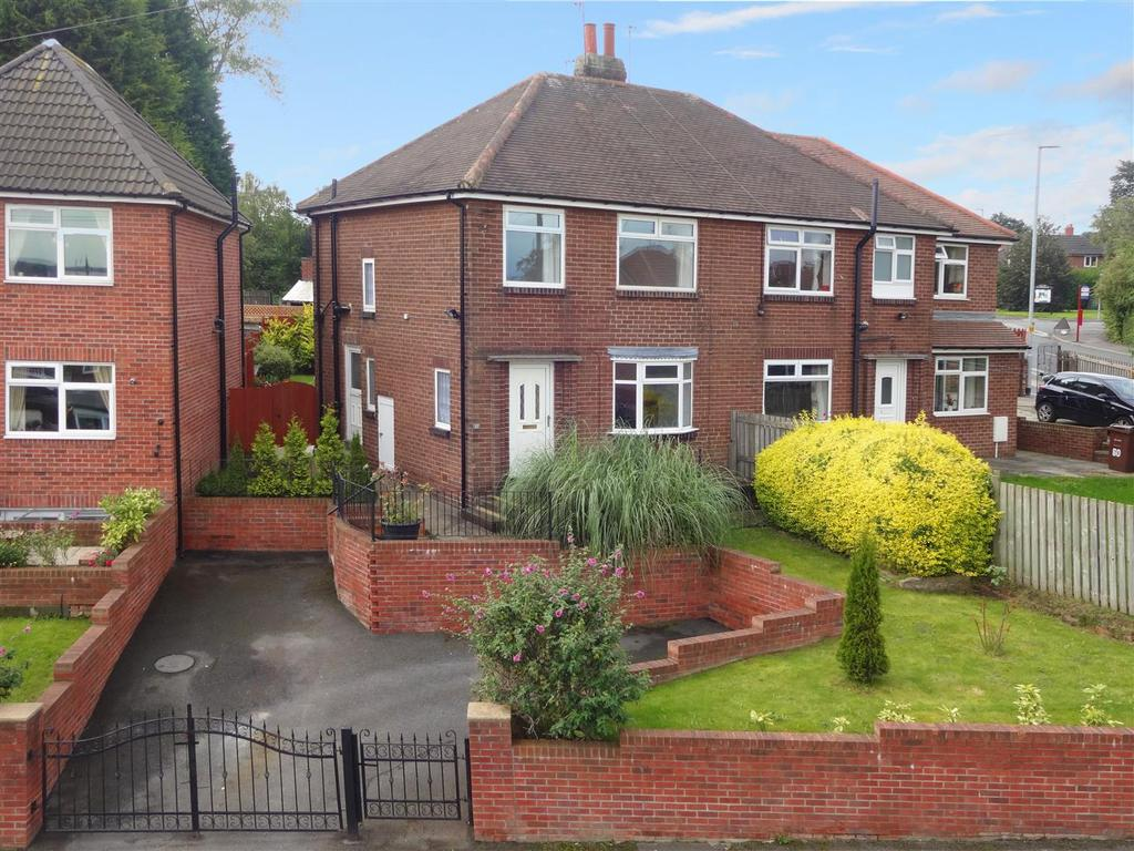 3 Bedrooms Semi Detached House for sale in Gotts Park Avenue, Armley