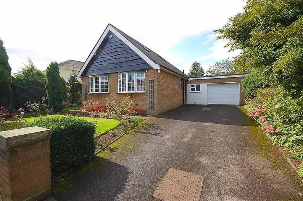 2 Bedrooms Detached Bungalow for sale in Cumberland Avenue, Fixby, Huddersfield, HD2