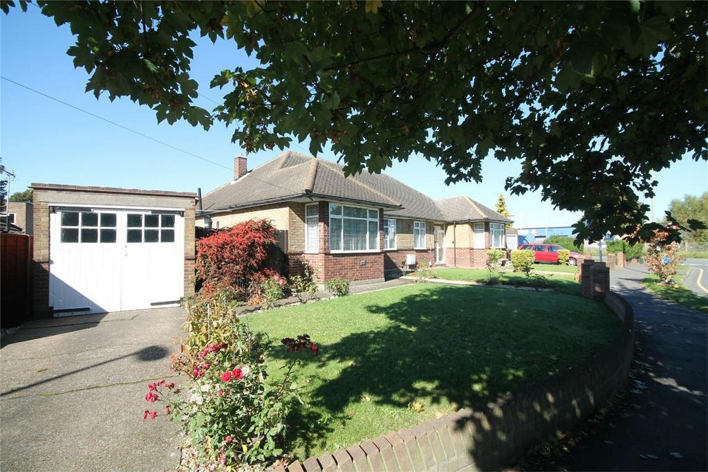 2 Bedrooms Semi Detached Bungalow for sale in Clare Road, Stanwell, Stanwell, Surrey