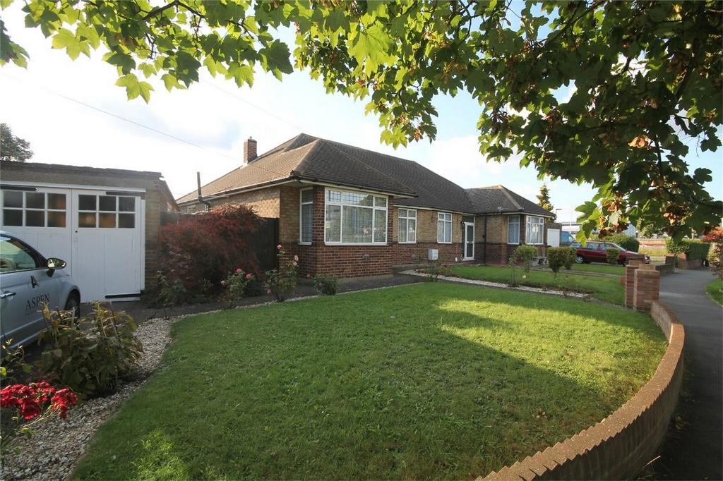 2 Bedrooms Semi Detached Bungalow for sale in Clare Road, Stanwell, Staines-upon-Thames, Surrey