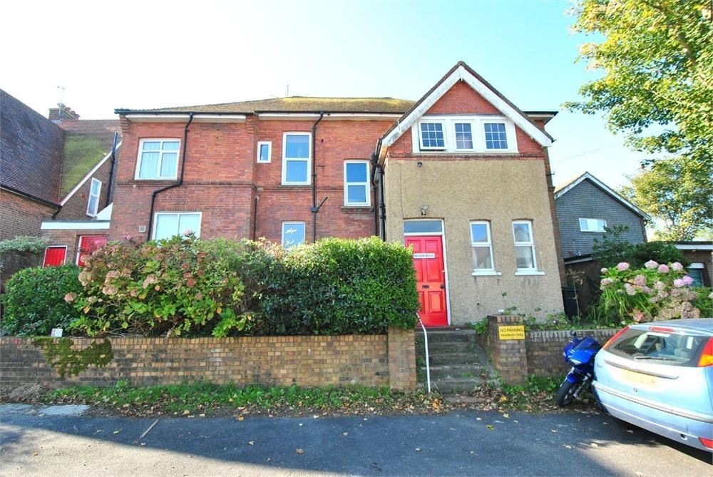 3 Bedrooms Flat for sale in Heatherdune, Heatherdune Road, BEXHILL-ON-SEA, East Sussex