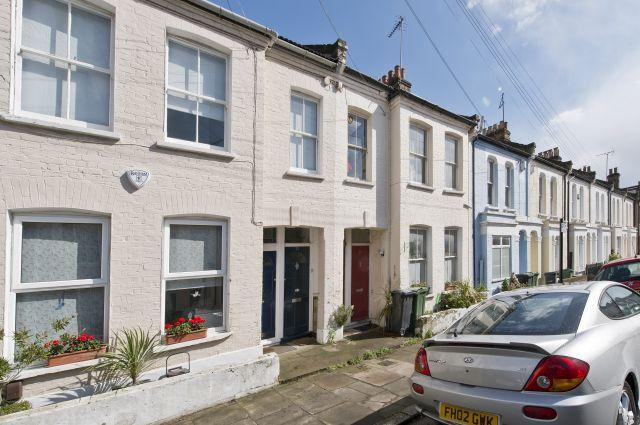 3 Bedrooms Maisonette Flat for sale in Crimsworth Road, Vauxhall, SW8