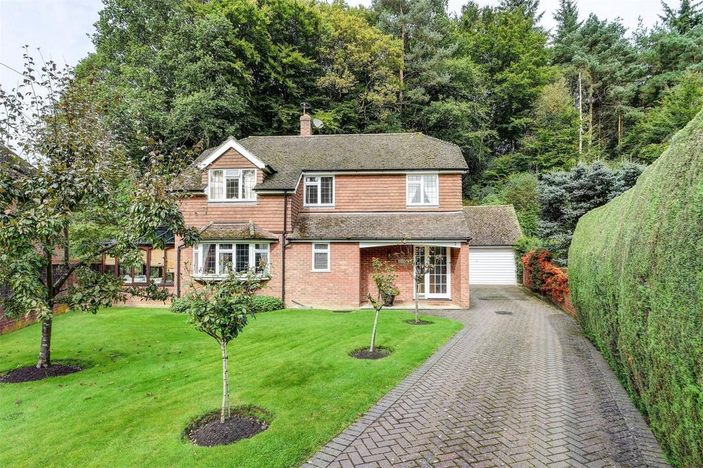 3 Bedrooms Detached House for sale in The Old Quarry, HASLEMERE, Surrey
