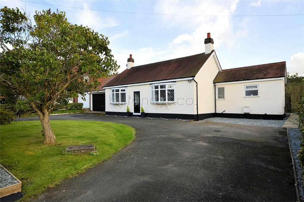 3 Bedrooms Detached Bungalow for sale in Church Road, BURNTWOOD, Staffordshire