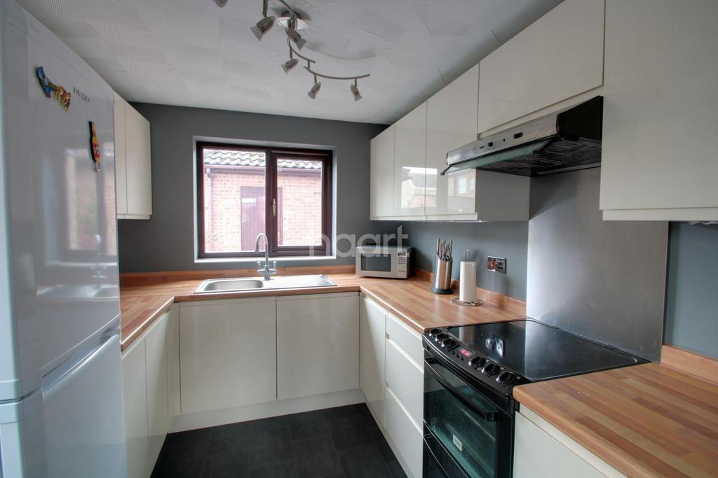 3 Bedrooms Semi Detached House for sale in Sycamore Place, Littleport, Ely