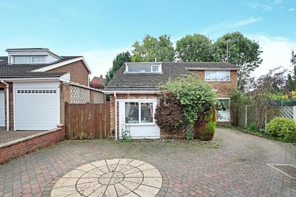 4 Bedrooms Detached House for sale in Larkhill, Rushden