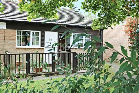 2 bedroom bungalow for sale - Milton Keynes