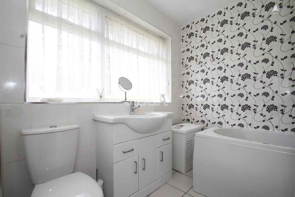 3 Bedrooms Terraced House for sale in Darwin Road, Chells, Stevenage