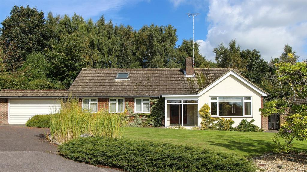 4 Bedrooms Chalet House for sale in Top Street, Bolney