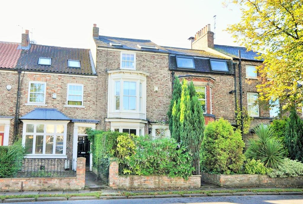 4 Bedrooms Town House for sale in Heworth Green, York