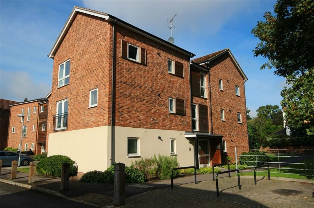1 Bedroom Flat for sale in Hampden Crescent, The Parks, Bracknell, Berkshire