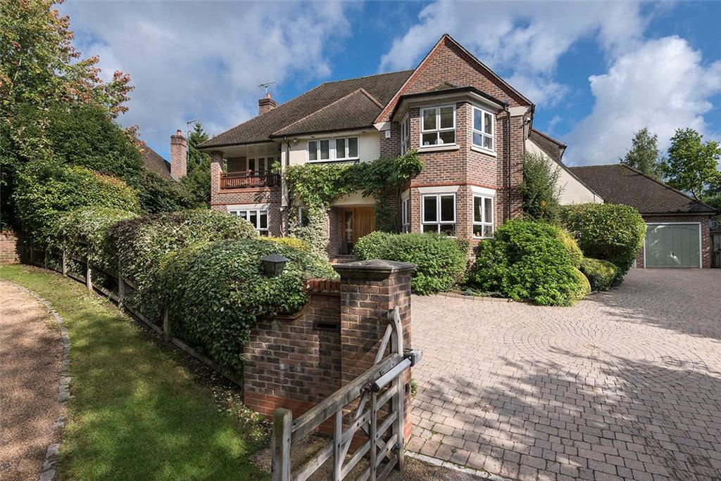 5 Bedrooms Detached House for sale in Stewarts Drive, Farnham Common, Slough, Buckinghamshire, SL2