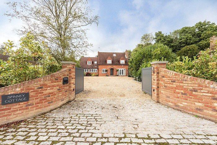 4 Bedrooms Detached House for sale in Horsleys Green, Buckinghamshire, HP14