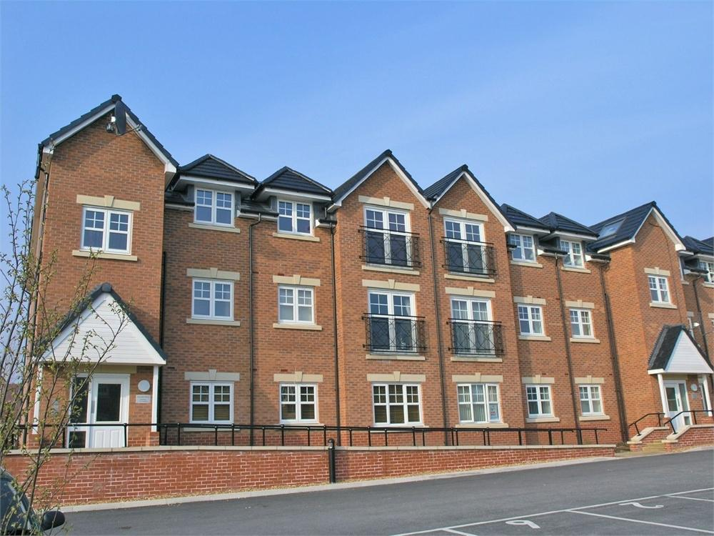 2 Bedrooms Flat for sale in College Fields, Cronton Lane, WIDNES, Cheshire