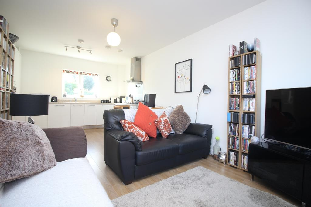 2 Bedrooms Flat for sale in Rainbow Road Slade Green DA8