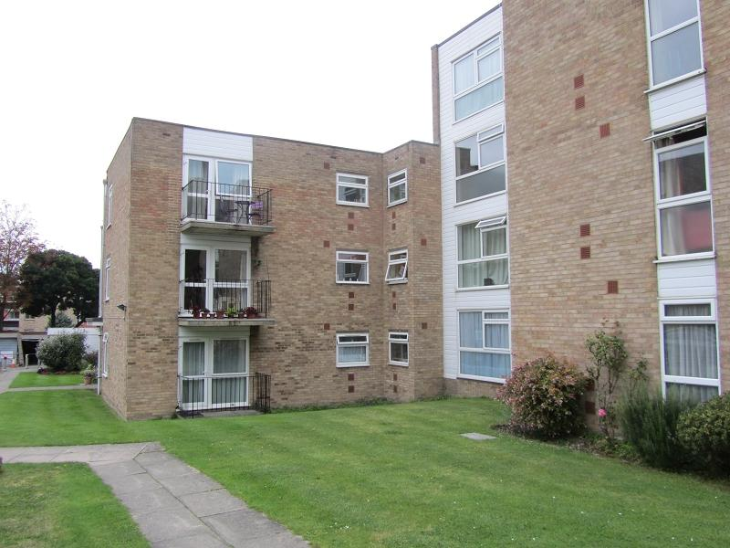 2 Bedrooms Flat for sale in 18 Devonshire Road, Sutton, Surrey. SM2 5EJ
