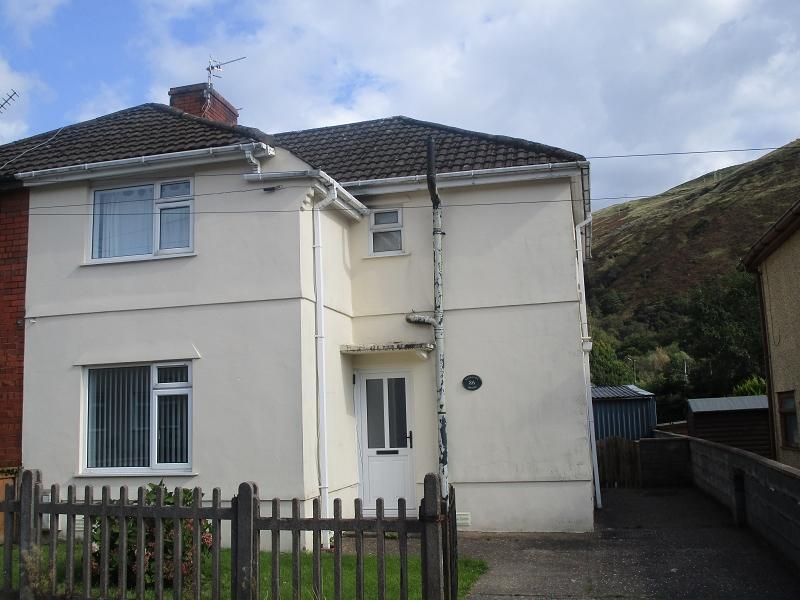 3 Bedrooms Semi Detached House for sale in Varteg Road, Ystalyfera, Swansea.