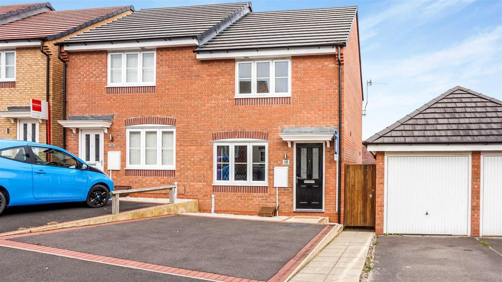 2 Bedrooms Semi Detached House for sale in Lamphouse Way, Wolstanton, Newcastle
