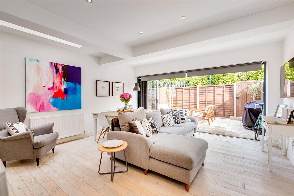 2 Bedrooms Flat for sale in Galesbury Road, Wandsworth, London