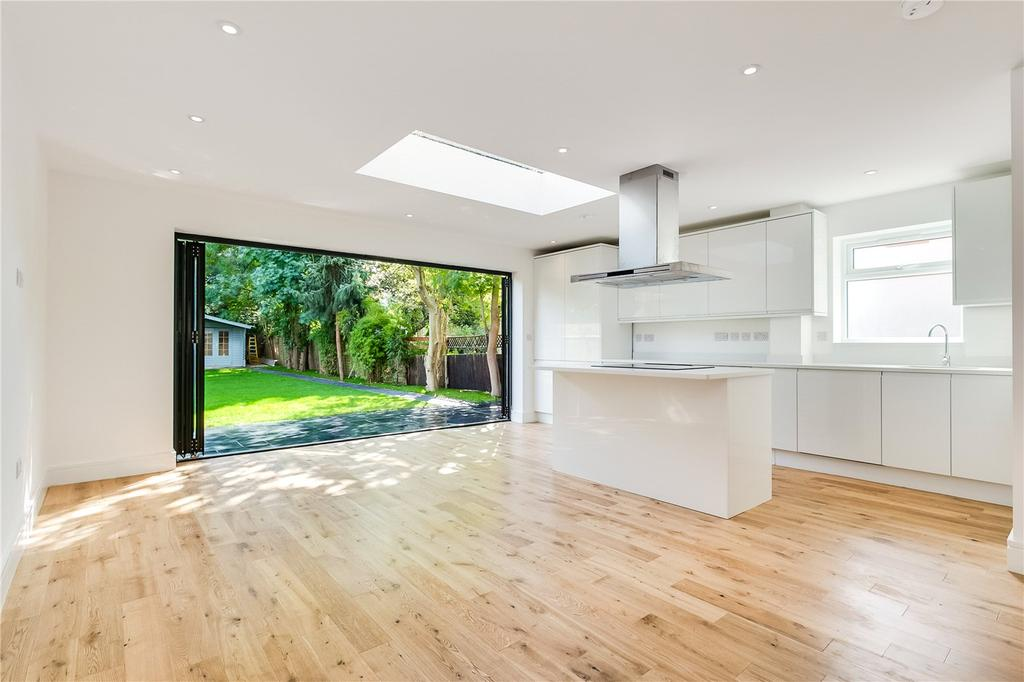 4 Bedrooms Semi Detached House for sale in Boileau Road, Barnes, London