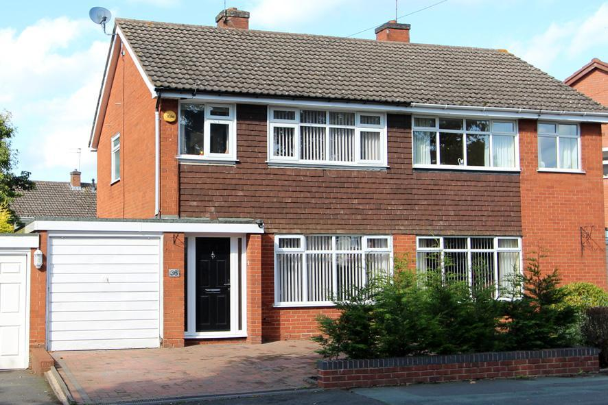 3 Bedrooms Semi Detached House for sale in Castlecroft Road, Finchfield, Wolverhampton, WV3