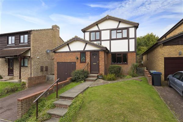 4 Bedrooms Detached House for sale in Hunton Gardens, Canterbury