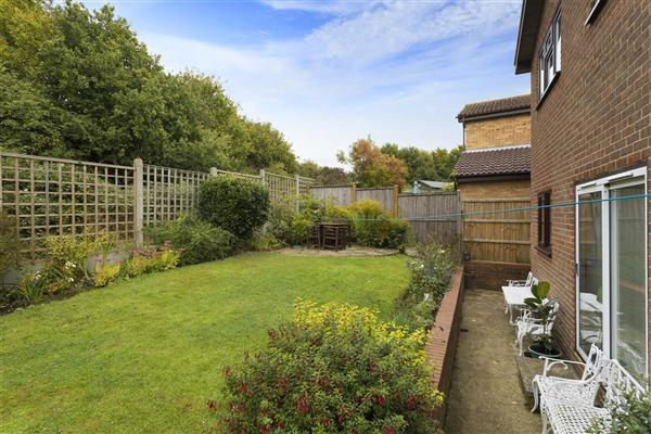 4 Bedrooms Detached House for sale in Hunton Gardens, Canterbury