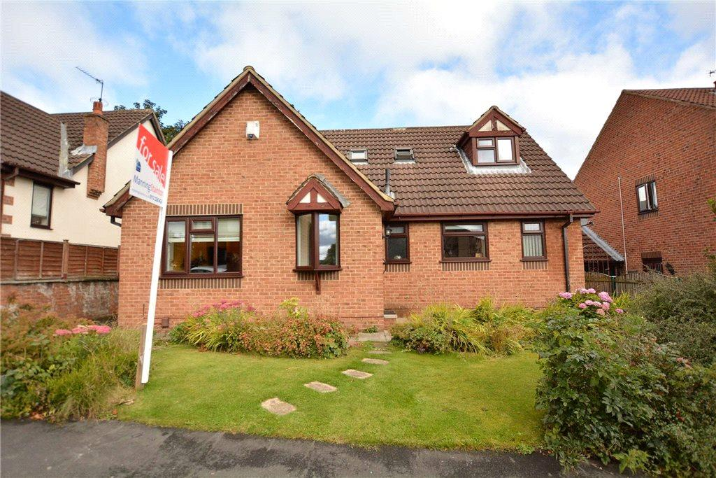 4 Bedrooms Detached Bungalow for sale in Sycamore Chase, Pudsey, West Yorkshire