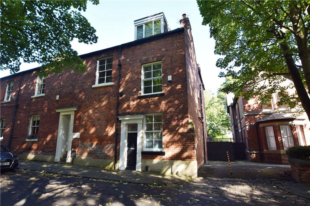 2 Bedrooms Terraced House for sale in Cliff Road, Leeds, West Yorkshire