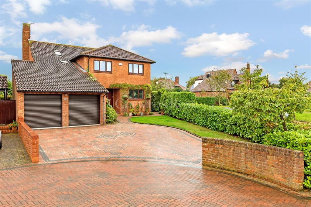 5 Bedrooms Detached House for sale in Woughton On The Green