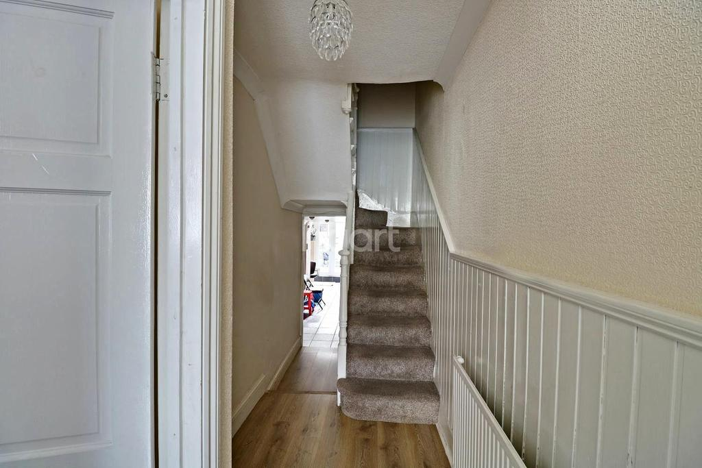 3 Bedrooms Terraced House for sale in Elm Park Road, Leyton